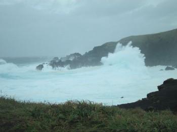 富賀浜。島が波で消えました