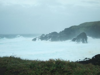 富賀浜真っ白。見えている島が!