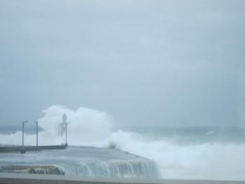 波にのまれました。