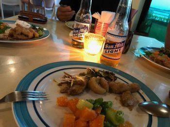 ダイビング後の一杯とディナー!至福の時間が流れていってます。