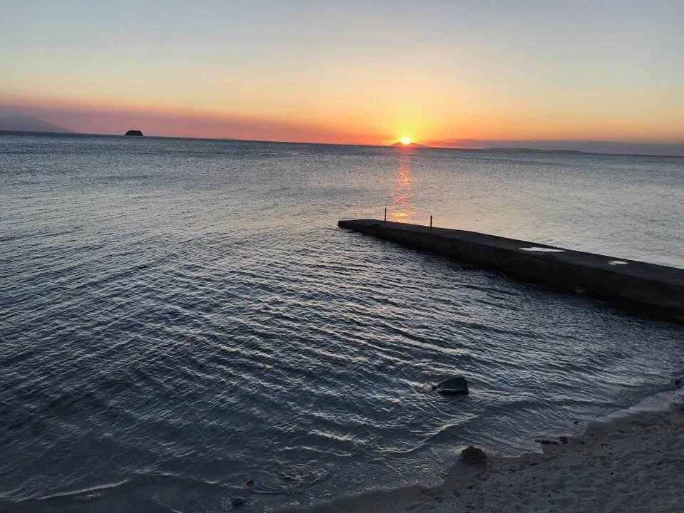 ソンブレロ島に沈む夕陽