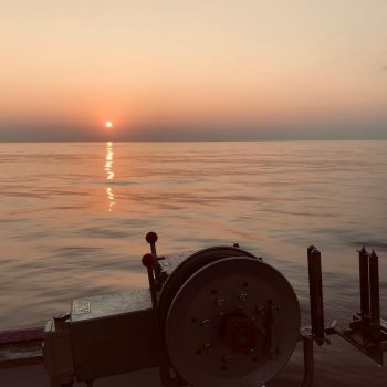 昨日は綺麗な夕日に癒されながらの漁でした。