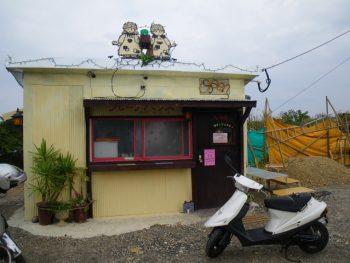 myバイクとクレープ屋さん。中で食べれます!